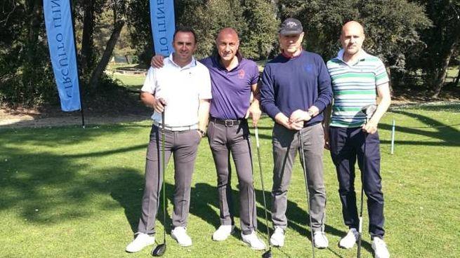 Un gruppo di golfisti in gara a Tirrenia