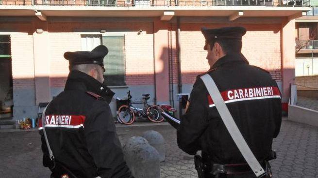 Dopo l'arresto degli aggressori del mediatori molti ospiti del centro avevano circondato la caserma dei carabinieri