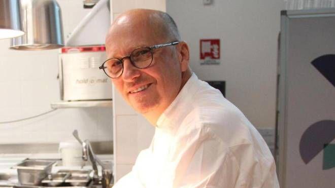 Heinz Beck, tristellato chef tedesco, che firma il ristorante dell'hotel di lusso nel palazzo di Beatrice Portinari