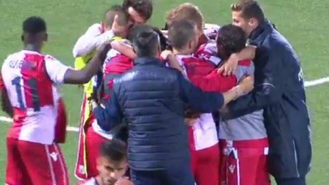 Il Rimini esulta dopo il gol di Volpi
