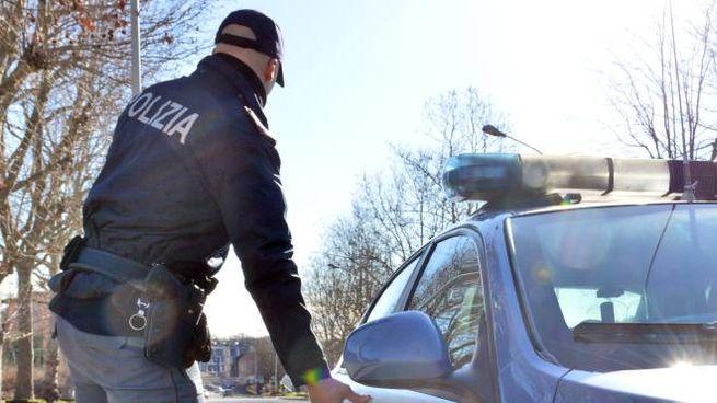 Poliziotto in servizio (Foto Cusa)