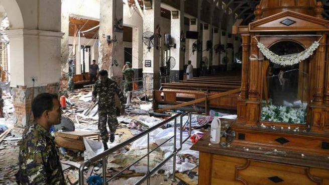 Sri Lanka, l'interno della chiesa di San Antonio dopo l'esplosione (LaPresse)