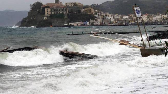 Mareggiate sulle coste siciliane (Ansa)