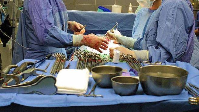 Ferri chirurgici in sala operatoria (Businesspress)