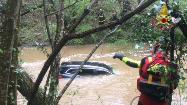 L'auto nel torrente