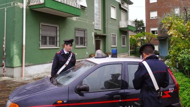 Carabinieri sotto casa del dj accoltellato