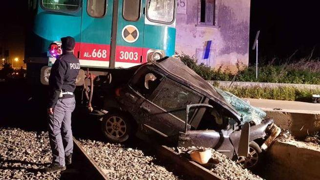 Tragedia a Noto, treno travolge auto (Dire)
