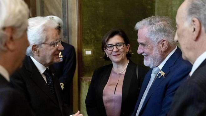 Il Presidente Mattarella con i rappresentanti delle associazioni combattentistiche (Ansa)