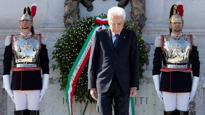 Sergio Mattarella all'Altare della Patria (Lapresse)