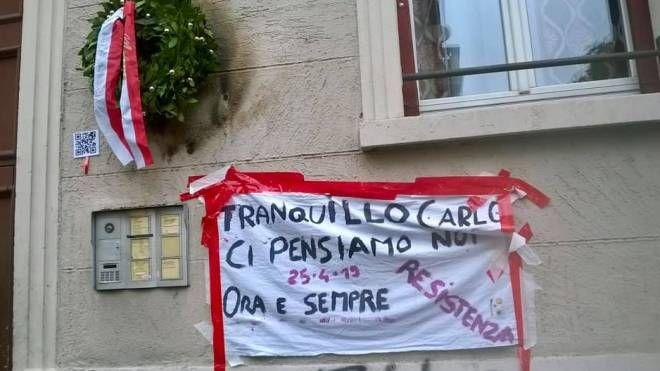 Via Palmieri, la nuova corona per il partigiano Carlo Ciocca (Foto Facebook)