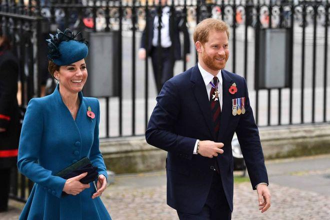 Kate Middleton e Harry insieme a Londra. Sorrisi e armonia senza William e Meghan
