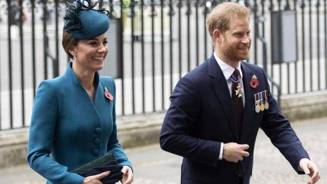 Kate Middleton e il principe Harry insieme per l'Anzac Day (Ansa)