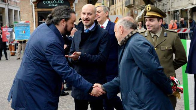 La stretta di mano, iniziale, tra il sindaco Tiziano Tagliani e Alan Fabbri. Poi tra i due è calato il gelo