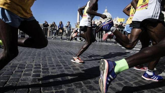 """Trieste, """"no"""" agli atleti africani alla mezza maratona. Foto generica: gara a Roma (Ansa)"""