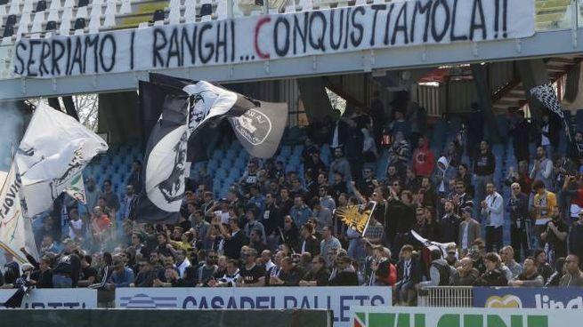 Semplicemente splendidi, ecco il folto gruppo di tifosi che al Manuzzi ha sostenuto i bianconeri