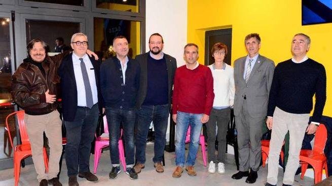 Gli otto candidati sindaco. Da sin: Mantovani, Massini, Firrincieli, Fabbri, Modonesi, Fusari, Rendine e Bova