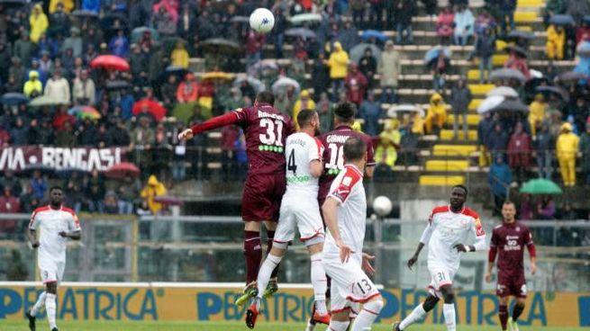 Il Carpi sconfitto a Livorno (foto Lapresse)