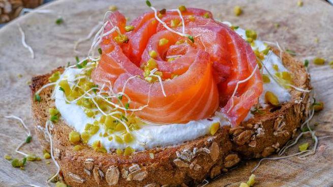 Salmone marinato al succo di melagrana
