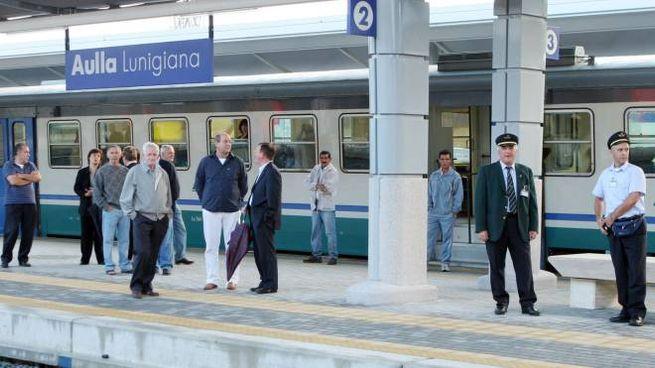 I pendolari chiedono più coincidenze nella stazione di Aulla-Lunigiana (foto Pasquali)