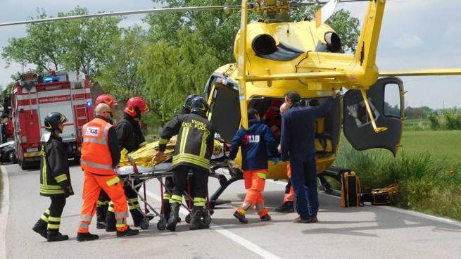 L'elicottero carica il ferito