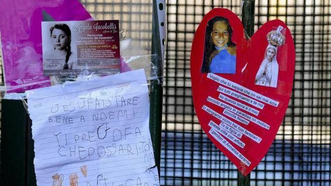 Un'immagine della solidarietà espressa dai cittadini napoletani (Ansa)