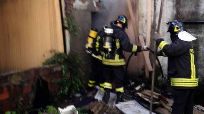 Vigili del fuoco in via Santini