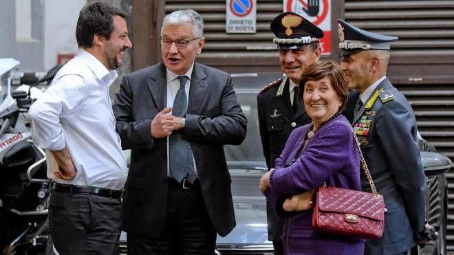 Salvini in prefettura a Napoli (Ansa)