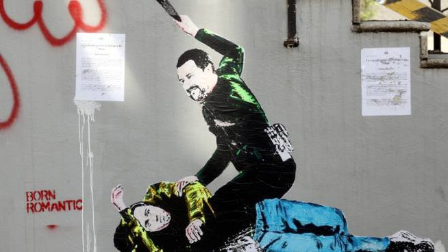 Milano, murales con Salvini che picchia Di Maio (ImagoE)