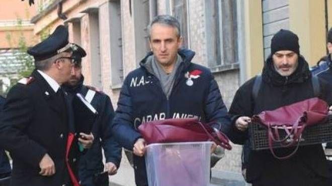 I carabinieri del Nas sequestrano indumenti e oggetti personali del turista