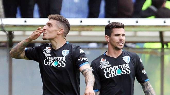 Di Lorenzo manda baci in tribuna dopo il gol