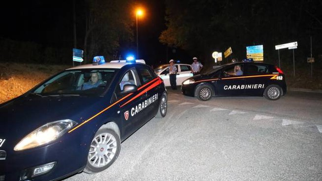 CARABINIERI IN AZIONE La coppia di giovani romeni è stata bloccata da alcune pattuglie dei carabinieri dopo circa 20 minuti