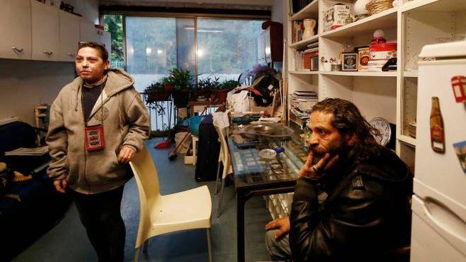Roma, una coppia nel palazzo ex Inpdap occupato (LaPresse)