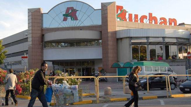 Centro commerciale Auchan (Ansa)