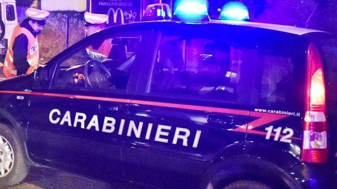Carabinieri nella sala scommesse abusiva