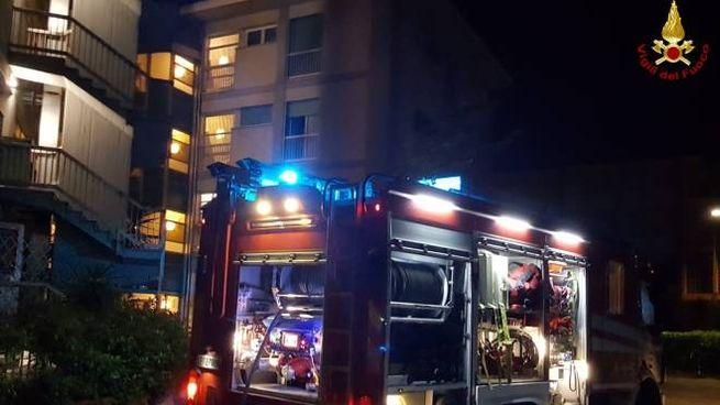 L'intervento dei vigili del fuoco nell'hotel dove si è verificato l'incendio