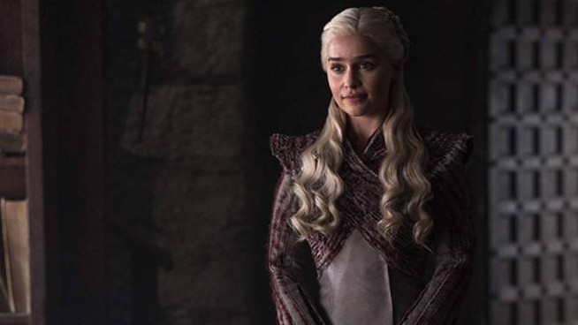 Emilia Clarke in una scena di 'Game of Thrones' (Foto HBO)
