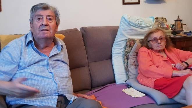 Gianfranco Colognesi, 80 anni, con la moglie prima che la donna venisse ricoverata in ospedale