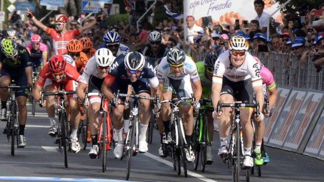 Giro d'Italia 2019, tappa nelle Marche con la Tortoreto Lido Pesaro (Foto Aprili)