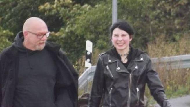Torsten Weiss, 53 anni, assieme a Carina U., 19 anni