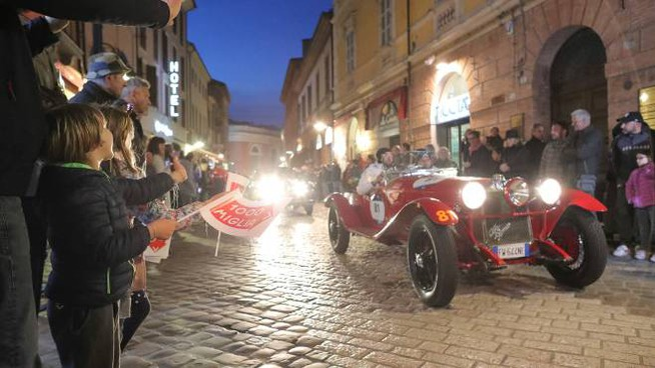 Il passaggio nella Mille Miglia nel Ravennate (foto Zani)