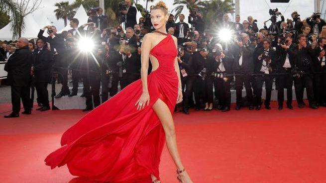 Bella Hadid sul red carpet di Cannes 2019 (Ansa)