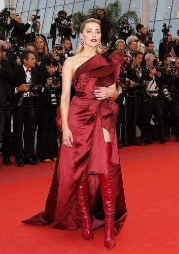 Cannes 2019, Bella Hadid sexy in rosso. I look sulla Croisette