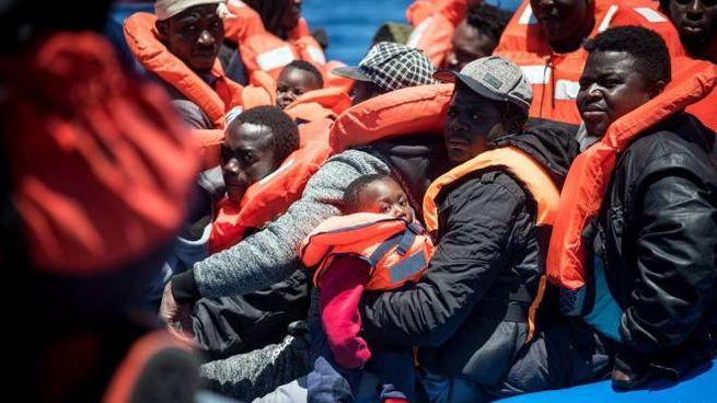 Migranti a bordo della Sea Watch (Ansa)
