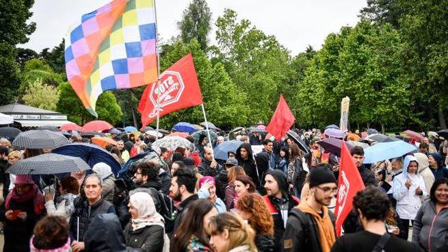 La manifestazione contro Salvini (Lapresse)