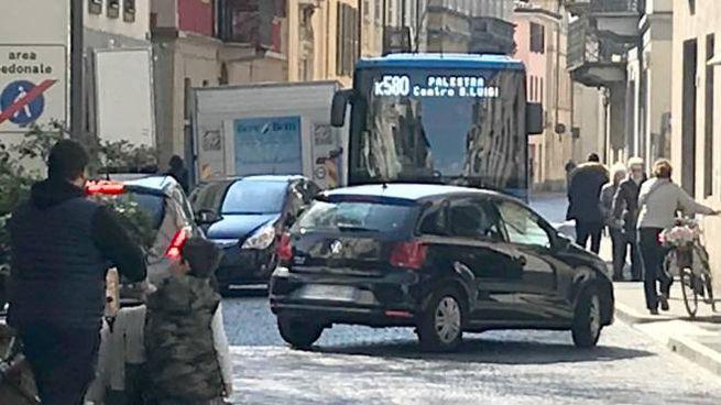 Banditi dal centro gli autobus ma non le auto euro zero