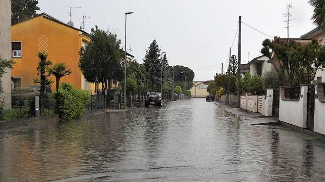 Intenso acquazzone oggi a Voltana (Scardovi)