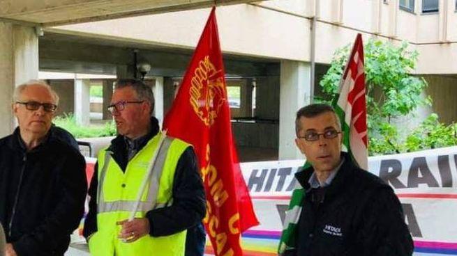 Dipendenti davanti alla sede dell'Inps