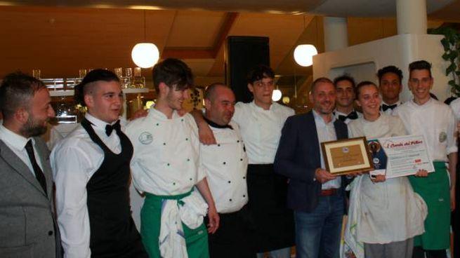 La premiazione degli chef dell'istituto Mandela di Castelnovo Monti