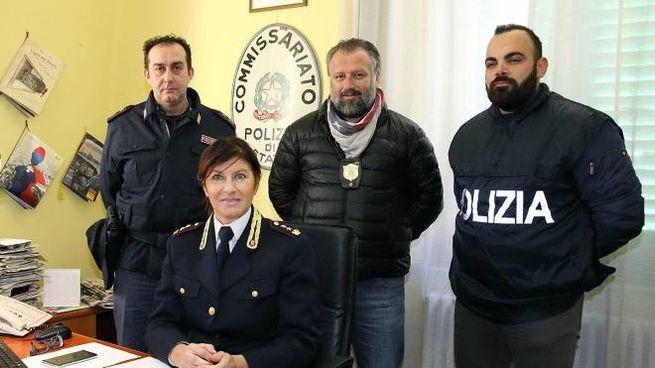 Il vicequestore Ferasin insieme ai suoi collaboratori del commissariato