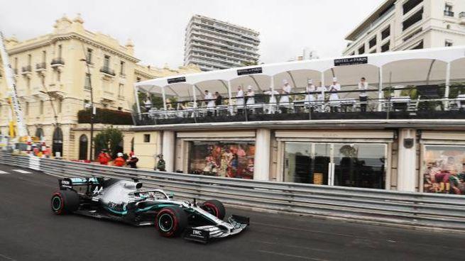Lewis Hamilton in azione a Montecarlo (LaPresse)